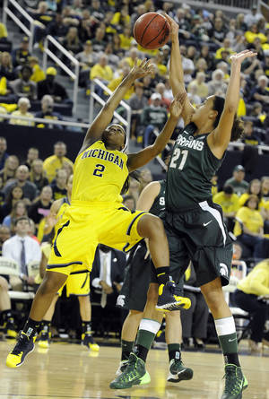 Photo - Michigan State's Klarissa Bell (21) blocks the shot of Michigan's Siera Thompson, left, in the second half of an NCAA college basketball game in Ann Arbor, Mich., Sunday, Jan. 12, 2014. (AP Photo/Lon Horwedel)
