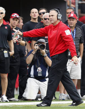 Photo -   Rutgers head coach Kyle Flood signals to his players from the sidelines during the second half of an NCAA college football game against Connecticut in Piscataway, N.J., Saturday, Oct. 6, 2012. Rutgers won 19-3. (AP Photo/Mel Evans)