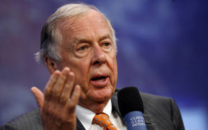 Photo - BP Capital Management Chairman T. Boone Pickens participates in the opening plenary at the Clinton Global Initiative annual meeting Thursday, Sept 25, 2008 in New York.  (AP Photo/Jason DeCrow)