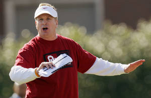 photo - COLLEGE FOOTBALL: Defensive coordinator Mike Stoops give directions during spring football practice for the OU Sooners on the campus of the University of Oklahoma in Norman, Okla., Monday, March 5, 2012. Photo by Nate Billings, The Oklahoman
