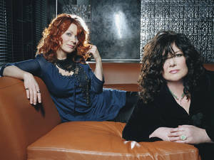 Photo - NANCY WILSON: Nancy and Ann Wilson of the rock band Heart       104686_E18_053