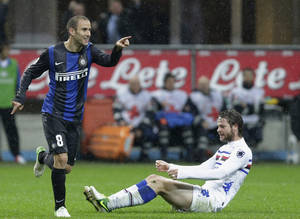 Photo -   Inter Milan forward Rodrigo Palacio, of Argentina, celebrates after scoring during the Serie A soccer match between Inter Milan and Sampdoria at the San Siro stadium in Milan, Italy, Wednesday, Oct. 31, 2012. (AP Photo/Antonio Calanni)