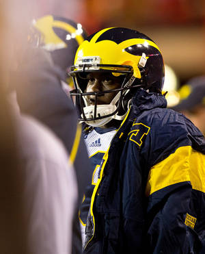 photo -   Michigan quarterback Denard Robinson stands on the sidelines during the second half of a NCAA college football game against Nebraska, in Lincoln, Neb., Saturday, Oct. 27, 2012. Robinson was injured in the second quarter and did not return to the game. (AP Photo/The Omaha World-Herald/Rebecca S. Gratz) MAGS OUT TV OUT