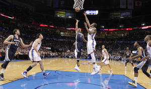 photo - Memphis' Jerryd Bayless (7) shoots the ball over Oklahoma City's Kevin Durant (35) during the NBA basketball game between the Oklahoma City Thunder and the Memphis Grizzlies at Chesapeake Energy Arena on Wednesday, Nov. 14, 2012, in Oklahoma City, Okla.   Photo by Chris Landsberger, The Oklahoman