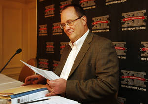 photo - Big 12 Commissioner Dan Beebe looks over notes before a news conference following Big 12 Conference meetings Friday, June 4, 2010, in Kansas City, Mo. (AP Photo/Orlin Wagner)