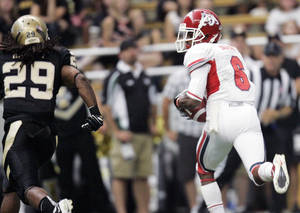 photo - Fresno State wide receiver Jalen Saunders (6) looks towards Idaho cornerback Matthew Harvey (29) after catching a Derek Carr pass for a  51-yard touchdown during the first half of an NCAA college football game Saturday, Sept. 24, 2011, in Moscow, Idaho. (AP Photo/Dean Hare)