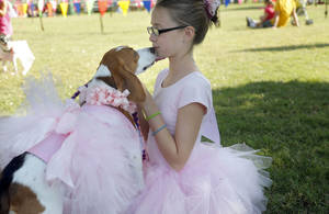 photo - JLee Leason, 11, gets a kiss from Annie. The pair won the best look-alike category in the Krazy Kids Dog Show in Edmond. PHOTOs BY SARAH PHIPPS, THE OKLAHOMAN