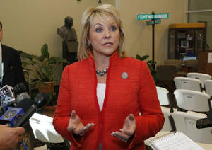 Photo - Gov. Mary Fallin <strong>Sue Ogrocki</strong>