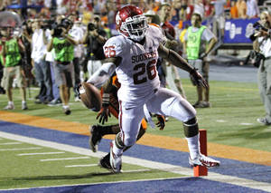 photo - Oklahoma Sooners running back Damien Williams (26) runs for a touchdown past the UTEP defense during the college football game between the University of Oklahoma Sooners (OU) and the University of Texas El Paso Miners (UTEP) at Sun Bowl Stadium on Sunday, Sept. 2, 2012, in El Paso, Tex.  Photo by Chris Landsberger, The Oklahoman