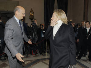 Photo -   France's foreign minister Alain Juppe welcomes U.S Foreign Secretary Hillary Rodham Clinton, prior to their meeting in Paris Thursday, April 19, 2012. Juppe said two main questions will be on the table at the Paris meeting, attended by Arab countries like Saudi Arabia, U.N. Security Council member Morocco and Qatar, plus Western powers like the U.S., Britain and Germany.(AP Photo/Jacques Brinon)