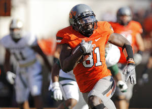 Photo - OSU's Justin Blackmon (81) runs after a catch in the second quarter during a college football game between the Oklahoma State University Cowboys (OSU) and the Baylor University Bears (BU) at Boone Pickens Stadium in Stillwater, Okla., Saturday, Oct. 29, 2011. Photo by Nate Billings, The Oklahoman