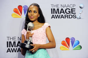 "photo - Kerry Washington poses backstage with the award for outstanding actress in a drama series for ""Scandal""  at the 44th Annual NAACP Image Awards at the Shrine Auditorium in Los Angeles on Friday, Feb. 1, 2013. (Photo by Chris Pizzello/Invision/AP)"