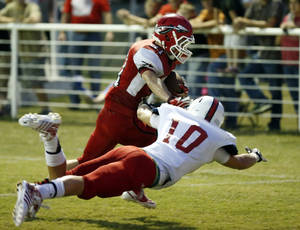 Photo - Washington's Luke Ladlee scores in the first period past the tackle of Purcell's Mac McGregor (10) in high school football on Friday, Sept. 13, 2013 in Washington, Okla.  Photo by Steve Sisney, The Oklahoman