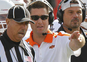 Photo - Oklahoma State coach Mike Gundy argues with the official during the college football game between the Oklahoma State University Cowboys (OSU) and Texas Tech University Red Raiders (TTU) at Jones AT&T Stadium on Saturday, Nov. 12, 2011. in Lubbock, Texas.  Photo by Chris Landsberger, The Oklahoman  ORG XMIT: KOD