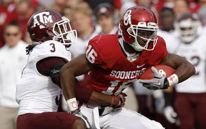 photo - Oklahoma's Jaz Reynolds (16) fights off Texas A&M's Lionel Smith (3) during the college football game between the Texas A&M Aggies and the University of Oklahoma Sooners (OU) at Gaylord Family-Oklahoma Memorial Stadium on Saturday, Nov. 5, 2011, in Norman, Okla. Photo by Bryan Terry, The Oklahoman ORG XMIT: KOD
