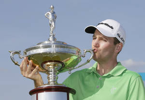 Photo - Brendon Todd kisses the trophy after winning the Byron Nelson Championship golf tournament, Sunday, May 18, 2014, in Irving, Texas. (AP Photo/Tony Gutierrez)
