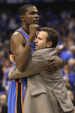 Photo -   Oklahoma City Thunder Kevin Durant, left, hugs head coach Scott Brooks in the final seconds of Game 4 in a first-round NBA basketball playoff series against the Dallas Mavericks, Saturday, May 5, 2012, in Dallas. The Thunder won 103-97. (AP Photo/LM Otero)