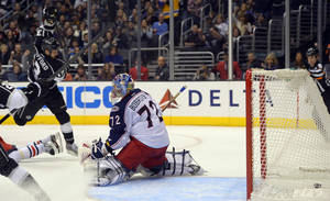 photo - Los Angeles Kings left wing Kyle Clifford, left, scores on Columbus Blue Jackets goalie Sergei Bobrovsky, of Russia, during the second period of their NHL hockey game, Friday, Feb. 15, 2013, in Los Angeles.  (AP Photo/Mark J. Terrill)