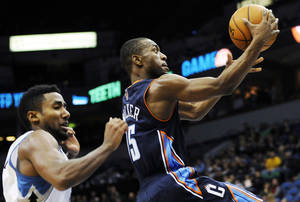 Photo -   Charlotte Bobcats' Kemba Walker, right, drives to the basket ahead of Minnesota Timberwolves' Malcolm Lee in the second half of an NBA basketball game, Wednesday, Nov. 14, 2012, in Minneapolis. The Bobcats won 89-87. Walker led the Bobcats with 22 points. (AP Photo/Jim Mone)