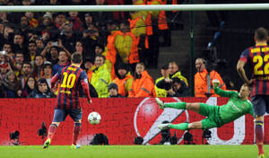 Photo - Barcelona's Lionel Messi, left, scores the first goal of the game for his side from a penalty during their Champions League Round of 16 soccer match against Manchester City at the Etihad Stadium in Manchester, England, Tuesday, Feb. 18, 2014. (AP Photo/Clint Hughes)