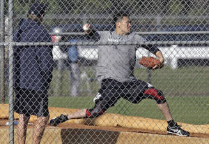 Photo - New York Yankees pitcher Masahiro Tanaka, of Japan, throws a bullpen session during practice at the Yankees' minor league facility  Thursday, Feb. 13, 2014, in Tampa, Fla. (AP Photo/Chris O'Meara)