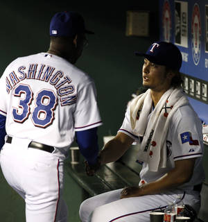 Photo -   Texas Rangers manager Ron Washington (38) shakes hands with Yu Darvish, of Japan, after pulling him in the ninth inning of a baseball game against the New York Yankees on Tuesday, April 24, 2012, in Arlington, Texas. The Rangers won 2-0. (AP Photo/Tony Gutierrez)