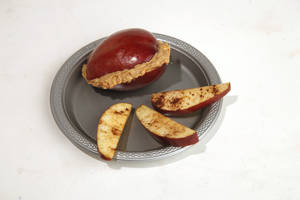 photo - FOOD: Healthy snacks for kids for Becky Varner&#039;s column,Friday, September 14, 2012. Photo by Doug Hoke, The Oklahoman