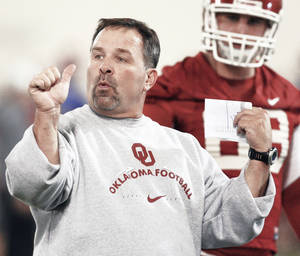 Photo - OU offensive coordinator Kevin Wilson's ability to adapt his system to his players is a big reason why the Sooners have led the nation in points per game over the last three years. PHOTO BY STEVE SISNEY, THE OKLAHOMAN