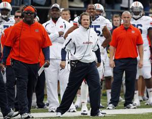 Photo -   Auburn head coach Gene Chizik watches as his team loses 17-13 to Vanderbilt during an NCAA college football game on Saturday, Oct. 20, 2012, in Nashville, Tenn. (AP Photo/Joe Howell)
