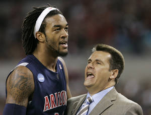 Photo - University of Arizona coach Russ Pennell, right, talks to Jordan Hill in the second half of an NCAA Midwest regional men's college basketball tournament semifinal game against Louisville. AP photo