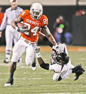 Photo - OSU's Kendall Hunter breaks away from Franklin Mitchem of Texas Tech.  Photo by Nate Billings, The Oklahoman