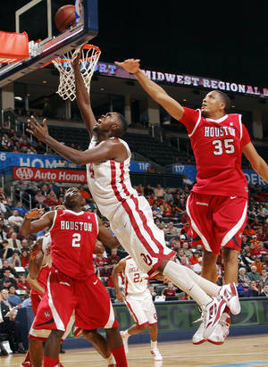 Photo - OU's Andrew Fitzgerald (4) takes a shot between Alandise Harris (2) and TaShawn Thomas (35) of Houston in the second half during the Pete Maravich men's college basketball game of the Ramada All-College Classic between the University of Oklahoma Sooners and the University of Houston Cougars at the Chesapeake Energy Arena in Oklahoma City, Saturday, Dec. 17, 2011. OU won, 79-74. Photo by Nate Billings, The Oklahoman