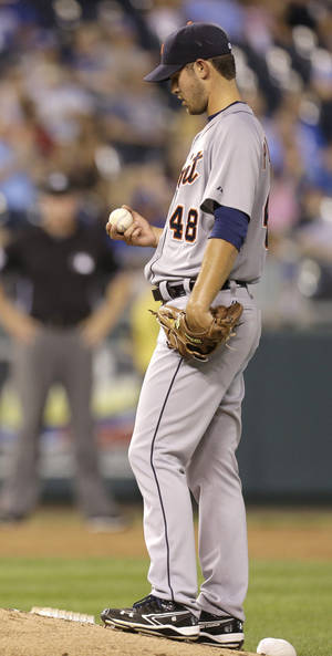 Photo -   Detroit Tigers starting pitcher Rick Porcello collects himself after loading the bases during the fifth inning of a baseball game against the Kansas City Royals, Thursday, Aug. 30, 2012, in Kansas City, Mo. (AP Photo/Charlie Riedel)