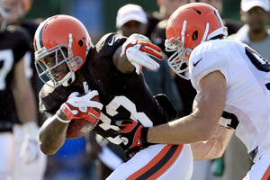 photo -   FILE - In this July 29, 2012, file photo, Cleveland Browns running back Trent Richardson, left, tries to get past linebacker Scott Fujita during NFL football training camp in Berea, Ohio. Coming off a dismal 4-12 season, their eighth in nine years of at least 10 losses, the Browns enter 2012 with high hopes and low expectations. The Browns are scheduled to begin their regular season on Sept. 9 at home against the Philadelphia Eagles. (AP Photo/Tony Dejak, File)  
