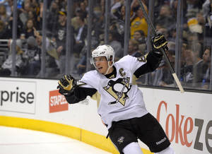 Photo - Pittsburgh Penguins center Sidney Crosby celebrates a goal by left wing Jussi Jokinen, of Finland, during the first period of an NHL hockey game against the Los Angeles Kings, Thursday, Jan. 30, 2014, in Los Angeles. (AP Photo)