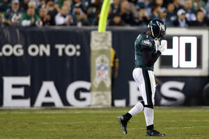 Photo -   Philadelphia Eagles quarterback Michael Vick walks towards the sidelines in the first half of an NFL football game against the Dallas Cowboys, Sunday, Nov. 11, 2012, in Philadelphia. (AP Photo/Julio Cortez)