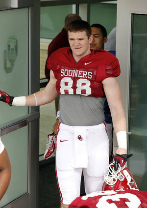 Photo - COLLEGE FOOTBALL: Red shirt freshman tight end Taylor McNamara gets ready for Sooner spring football drills at University of Oklahoma (OU) on Tuesday, March 12, 2013 in Norman, Okla.  Photo by Steve Sisney, The Oklahoman