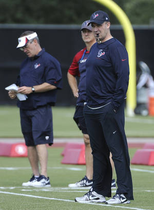 Photo - New Houston Texans coach Bill O'Brien, right, watches during a voluntary veteran NFL football minicamp  Tuesday, May 6, 2014, in Houston. He takes over a team that was expected to contend for a Super Bowl but instead fell to a league-worst 2-14 last season. (AP Photo/Pat Sullivan)
