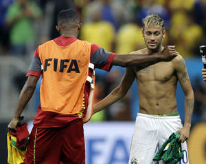 Photo - Brazil's Neymar, right, exchanges jerseys with Cameroon's Samuel Eto'o following Brazil's 4-1 victory over Cameroon in the group A World Cup soccer match between Cameroon and Brazil at the Estadio Nacional in Brasilia, Brazil, Monday, June 23, 2014. (AP Photo/Natacha Pisarenko)