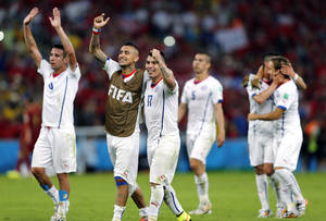Photo - Chile's national team celebrate after their victory over Spain during the group B World Cup soccer match between Spain and Chile at the Maracana Stadium in Rio de Janeiro, Brazil, Wednesday, June 18, 2014. Defending champion Spain was eliminated from the World Cup after losing to Chile 2-0. (AP Photo/Frank Augstein)