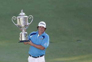 Photo - Jason Dufner holds up the Wanamaker Trophy after winning the PGA Championship golf tournament at Oak Hill Country Club, Sunday, Aug. 11, 2013, in Pittsford, N.Y. (AP Photo/Patrick Semansky)