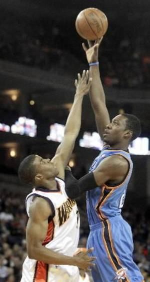 Photo - Oklahoma City  Thunder' Jeff Green, right, shoots over Golden State Warriors' Kelenna Azubuike during the first half of an NBA basketball game Saturday, Feb. 21, 2009, in Oakland, Calif. (AP Photo/Ben Margot)