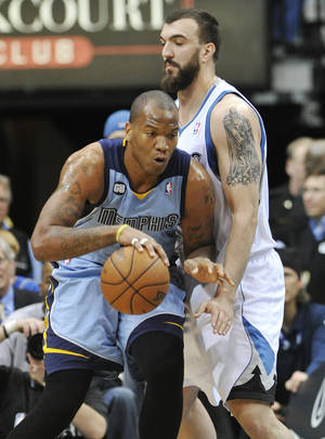 Photo -   Memphis Grizzlies' Marreese Speights, left, works his way around Minnesota Timberwolves' Nikola Pekovic, of Montenegro, during the first half of an NBA basketball game Tuesday, April 17, 2012, in Minneapolis. (AP Photo/Jim Mone)