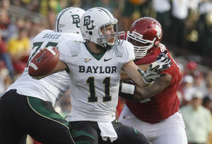 photo -   Baylor quarterback Nick Florence (11) passes against Oklahoma in the second quarter of an NCAA college football game in Norman, Okla., Saturday, Nov. 10, 2012. (AP Photo/Sue Ogrocki)