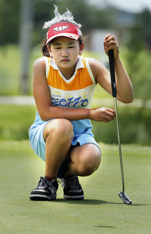 Photo - U.S. WOMEN'S AMATEUR PUBLIC LINKS CHAMPIONSHIP GOLF TOURNAMENT: Lucy Li, 10, lines up a putt on hole 10 during the USGA Women's Public Links championship at Jimmie Austin OU Golf Course on Tuesday, June 18, 2013, in Norman, Okla.  Photo by Steve Sisney, The Oklahoman