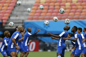 Photo - Honduras' players practice headers during a training session at the Arena da Amazonia in Manaus, Brazil, Tuesday, June 24, 2014, one day before the group E match between Honduras and Switzerland of the 2014 soccer World Cup. (AP Photo/Frank Augstein)