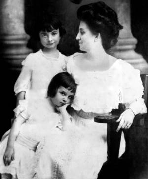 Photo - This early day photograph shows Mrs. George G. Sohlberg and her daughters.  PHOTO FROM THE  OKLAHOMAN ARCHIVES