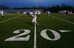 photo - The El Reno High School football team practices at Yukon High School on Tuesday, Nov. 25, 2008, in Yukon, Okla. El Reno was getting some practice time on the artificial turf before playing this week's semifinal playoff game at Mustang High School.   STAFF PHOTO BY CHRIS LANDSBERGER  ORG XMIT: KOD