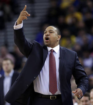 Photo - Golden State Warriors head coach Mark Jackson instructs his team against the Chicago Bulls during the first half of an NBA basketball game, Thursday, Feb. 6, 2014, in Oakland, Calif. (AP Photo/Marcio Jose Sanchez)