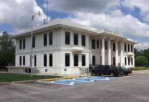 Photo - Above: The administration building of the Northern Oklahoma Resource Center is shown in Enid.  Photo by Steve Sisney, The Oklahoman Archives